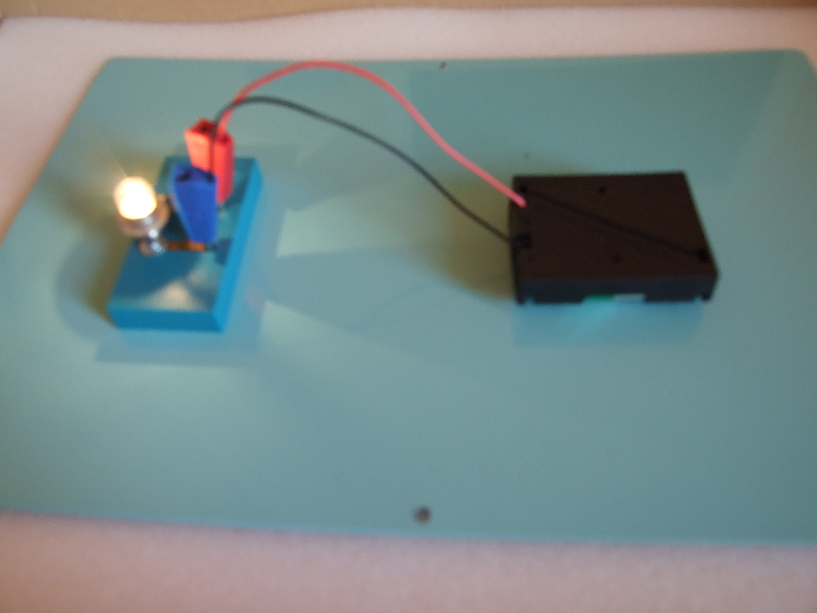 Как сделать чтобы лампочка горела от магнита